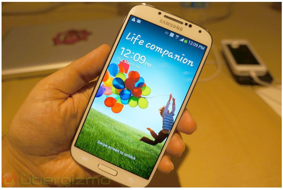 Brand New Samsung Galaxy S4 SIV GT-I9500 32GB White Frost Unlock